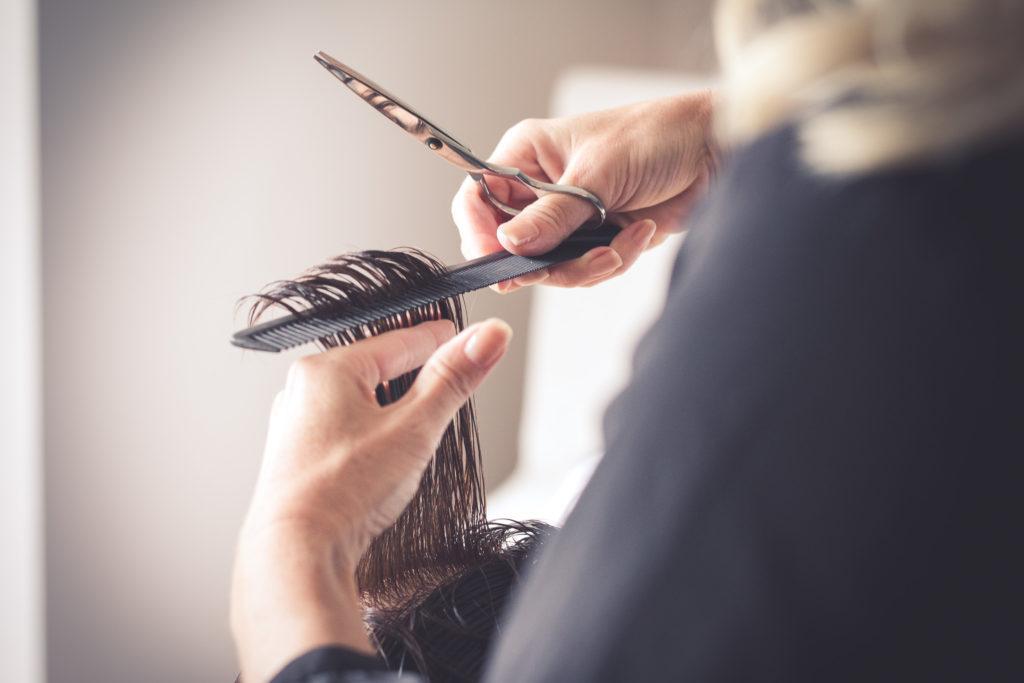 Fesch mit Gerti bietet exakte Haarschnitte
